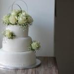 Hvit bryllupskake