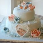 Dåpskake med blå og rosa roser