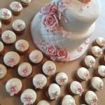Dåpskake med søte cupcakes